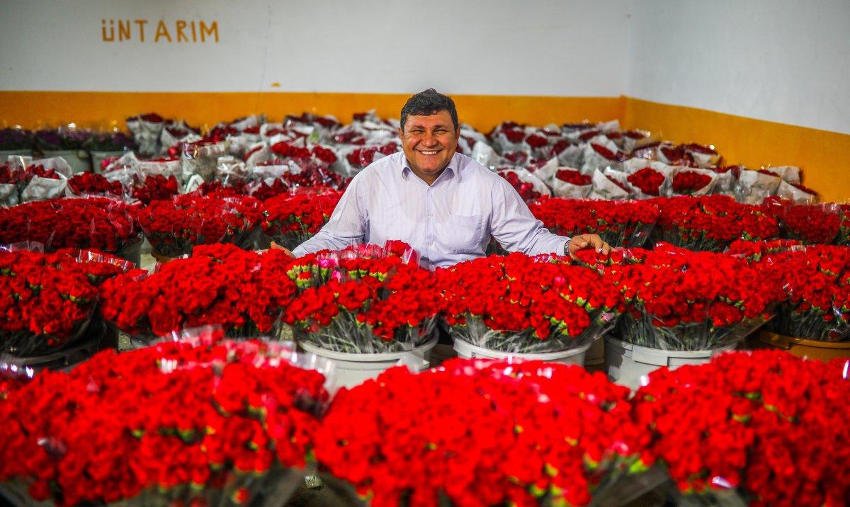 Dünya kadınlarının çiçekleri, Antalyalı kadın tarım işçilerinin eliyle hazırlanıyor #4