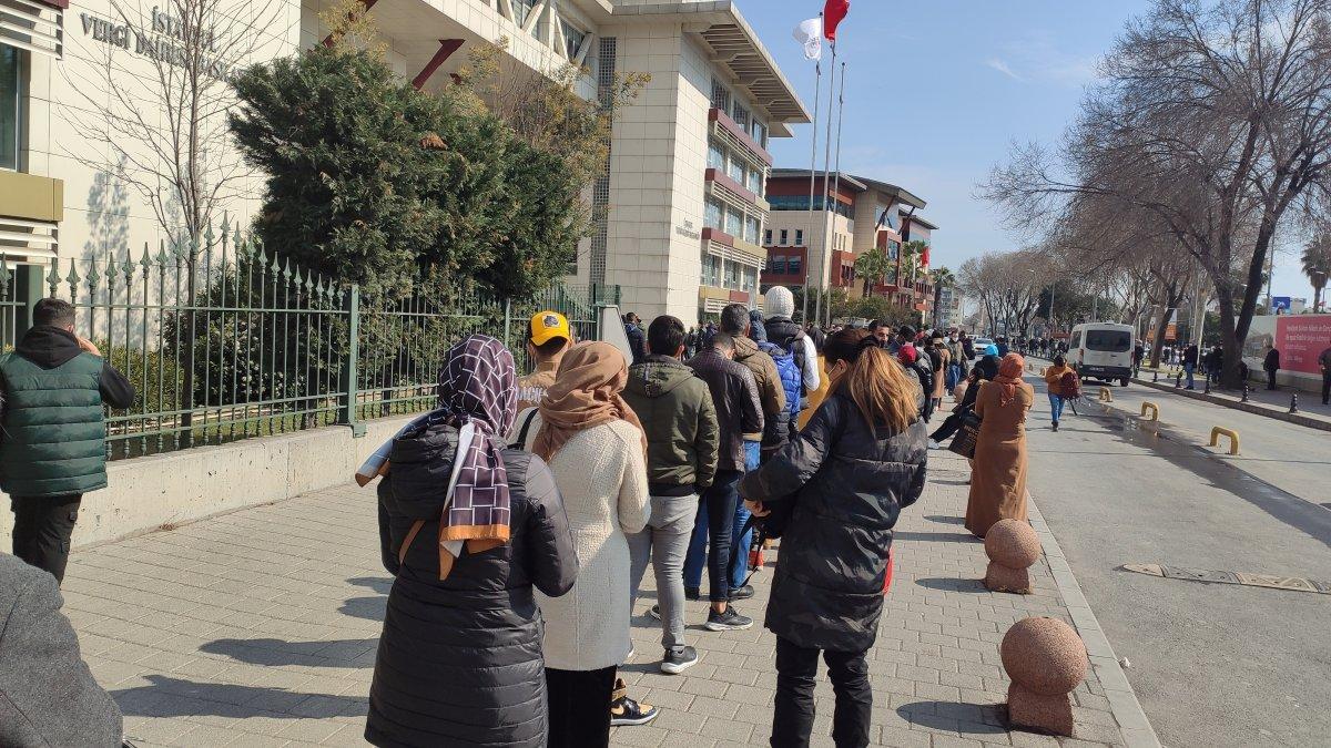 İstanbul'da vergi daireleri önünde uzun kuyruklar oluştu